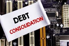 Word, écrivant la consolidation de dette Concept d'affaires pour le crédit de prêt d'argent écrit sur la note collante, fond de c image stock