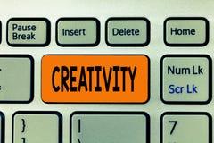 Word écrivant la créativité des textes Concept d'affaires pour l'usage de l'imagination ou des idées originales de créer quelque  photographie stock