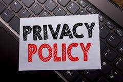 Word, écrivant la politique de confidentialité Concept d'affaires pour des règles de données de sécurité écrites sur le papier de photo stock