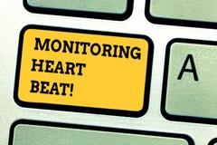 Word écrivant le battement de coeur de surveillance des textes Concept d'affaires pour la mesure ou enregistrer la fréquence card photographie stock libre de droits