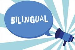 Word écrivant le bilingue des textes Concept d'affaires pour parler deux langues couramment ou plus de travail comme traducteur M illustration libre de droits