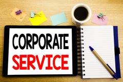 Word, écrivant le service d'entreprise Concept d'affaires pour le contenu numérique de Csr écrit sur l'ordinateur portable de com images libres de droits
