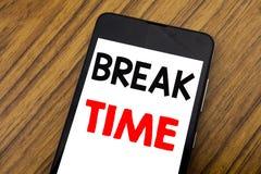 Word, écrivant le temps de coupure d'écriture Concept d'affaires pour la pause d'arrêt de l'atelier de travail écrit sur le télép photos stock