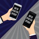 Word écrivant le texte Don T ait peur pour être différent Concept d'affaires pour l'unicité deux HU d'innovation d'attitude posit illustration stock