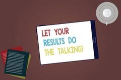 Word écrivant le texte a laissé vos résultats font parler Concept d'affaires pour parler moins plus d'action faite par choses pri illustration stock