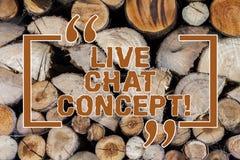 Word écrivant le texte Live Chat Concept Concept d'affaires pour le service de Web qui laisse montrer des amis pour communiquer e photographie stock libre de droits