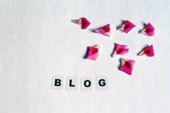 Word blog in zwarte brieven wordt geschreven die Royalty-vrije Stock Fotografie