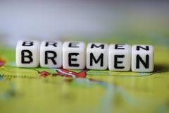 Word BRÊME a formé par des blocs d'alphabet sur la carte d'atlas Images libres de droits