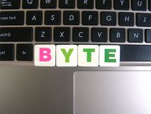 Word Byte op toetsenbordachtergrond stock foto's