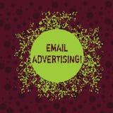 Word ?crivant la publicit? d'email des textes Concept d'affaires pour l'acte d'envoyer un message commercial à la cible illustration libre de droits