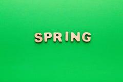 Word de lente op groene achtergrond Royalty-vrije Stock Foto's