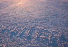 Word de winter in sneeuw wordt geschreven die Stock Afbeeldingen