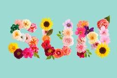 Word de zon wordt gemaakt van omfloerst document bloemen die royalty-vrije stock foto