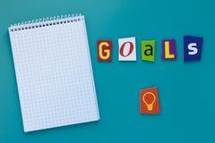 Word doelstellingen Inschrijvingsdoelstellingen Een woord het schrijven tekst die concept die doel tonen plaatsen dat van de vers royalty-vrije stock afbeeldingen