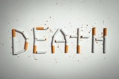 Word DOOD, van sigaretten wordt gemaakt die Stock Afbeelding