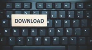 Word Download op houten blok Zwarte toetsenbordachtergrond royalty-vrije stock foto's