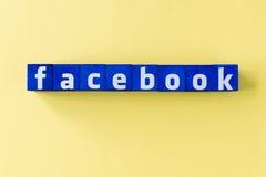 Word Facebook fait à partir des cubes bleus Photo stock