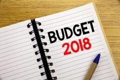 Word, het schrijven Begroting 2018 Bedrijfsconcept voor Huishouden die boekhouding planning geschreven op blocnote met exemplaarr Stock Afbeelding