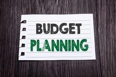 Word, het schrijven Begroting Planning Bedrijfsconcept voor het Financiële In de begroting opnemen geschreven op kleverig notadoc Stock Fotografie