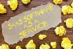 Word het schrijven de Software van tekstsaas als Dienst Bedrijfsconcept voor het gebruik van wolk gebaseerde App over Internet stock afbeelding
