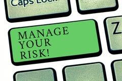 Word het schrijven de tekst beheert Uw Risico Het bedrijfsconcept voor praktijk van het identificeren van potentiële risico's tik royalty-vrije stock foto
