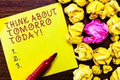 Word het schrijven de tekst denkt vandaag over Morgen Het bedrijfsconcept voor Prepare uw Toekomst voorziet nu wat volgende is stock foto