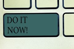 Word het schrijven de tekst doet nu het Het bedrijfsconcept voor Respond onmiddellijk iets moet gedaane direct Toetsenbordsleutel vector illustratie