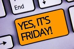 Word het schrijven de tekst ja, het is Vrijdag Motievenvraag Het bedrijfsconcept voor het hebben van weekend die rust onderbrekin Stock Foto