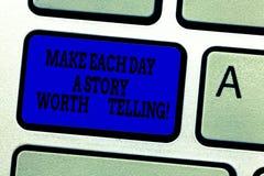 Word het schrijven de tekst maakt tot Elke Dag een Verhaal Waard het Vertellen Bedrijfsconcept voor Poging om inspiratie dagelijk royalty-vrije stock foto