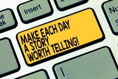 Word het schrijven de tekst maakt tot Elke Dag een Verhaal Waard het Vertellen Bedrijfsconcept voor Poging om inspiratie dagelijk stock afbeelding