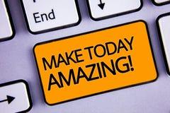 Word het schrijven de tekst maakt vandaag Verbazende Motievenvraag Bedrijfsconcept voor Productief Ogenblik Speciaal Optimistisch stock fotografie