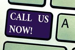 Word het schrijven de tekst roept nu ons Bedrijfsconcept voor Communicate telefonisch aan de steunhulp van de contacthelpdesk royalty-vrije stock foto