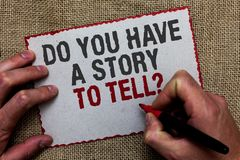 Word het schrijven de tekst u heeft een Verhaal om vraag te vertellen Bedrijfsconcept voor Storytelling-de Ervaringen van Geheuge stock afbeelding