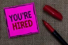 Word het schrijven de tekst wordt u aangaande gehuurd Het bedrijfsconcept voor Nieuw Job Employed Newbie Enlisted Accepted wierf  stock fotografie