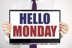 Word, het schrijven Hello Maandag Het bedrijfsdieconcept voor het Begin van de Dagweek op tabletlaptop holding door de man wordt  royalty-vrije stock foto