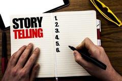 Word, het schrijven Storytelling Bedrijfsdieconcept voor het Bericht van het Tellerverhaal op boek, houten achtergrond met zakenm royalty-vrije stock fotografie
