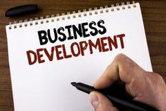 Word het schrijven tekst Bedrijfsontwikkeling Het bedrijfsdieconcept voor Develop en voert de Kansen van de Organisatiegroei door royalty-vrije stock afbeelding