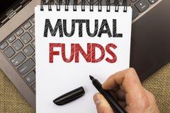 Word het schrijven tekst Beleggingsmaatschappijen Bedrijfsconcept voor Investeringsstrategie om aandelen met andere die investeer stock fotografie