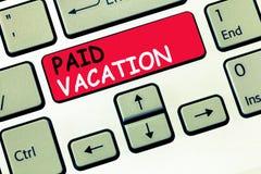 Word het schrijven tekst Betaalde Vakantie Bedrijfsconcept voor Sabbat- Weekend van Vakantietijd van Voordelen stock afbeelding