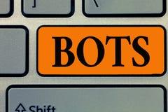 Word het schrijven tekst Bots Bedrijfsconcept voor Geautomatiseerd programma dat over de Internet-Kunstmatige intelligentie loopt royalty-vrije stock afbeeldingen