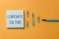 Word het schrijven tekst Collectieve Cultuur Bedrijfsconcept voor doordringende waarden en houdingen die een bedrijf kenmerken royalty-vrije stock foto's