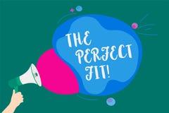 Word het schrijven tekst de Perfecte Pasvorm Het bedrijfsconcept voor Raadselstukken die de Goede Integratie van de groepswerkver stock illustratie