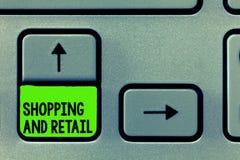 Word het schrijven tekst die en Kleinhandels winkelen Bedrijfsconcept voor Proces om de Consumptiegoederendiensten aan klanten Te stock foto