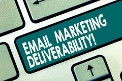 Word het schrijven tekst E-mail die Deliverability op de markt brengen Bedrijfsconcept voor Capaciteit om e-mail aan de sleutel v stock illustratie