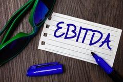 Word het schrijven tekst Ebitda Bedrijfsconcept voor Inkomens vóór van de de Waardeverminderingsamortisatie van Rentebelastingen  stock foto's