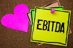 Word het schrijven tekst Ebitda Bedrijfsconcept voor Inkomens vóór van de de Waardeverminderingsamortisatie van Rentebelastingen  stock foto