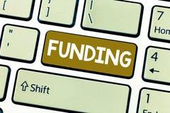 Word het schrijven tekst Financiering Bedrijfsdieconcept voor Geld door organisatieoverheid voor bijzonder doel wordt verstrekt stock afbeeldingen