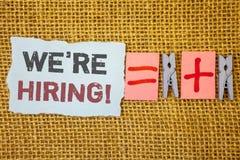 Word het schrijven tekst huren wij Motievenvraag Bedrijfsconcept voor Talent die Job Wanted Recruitment jagen royalty-vrije stock foto's