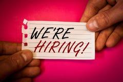 Word het schrijven tekst huren wij Motievenvraag Bedrijfsconcept voor Talent die Job Wanted Recruitment jagen stock foto's