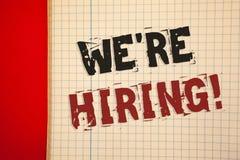 Word het schrijven tekst huren wij Motievenvraag Bedrijfsconcept voor Talent die Job Wanted Recruitment jagen royalty-vrije stock foto